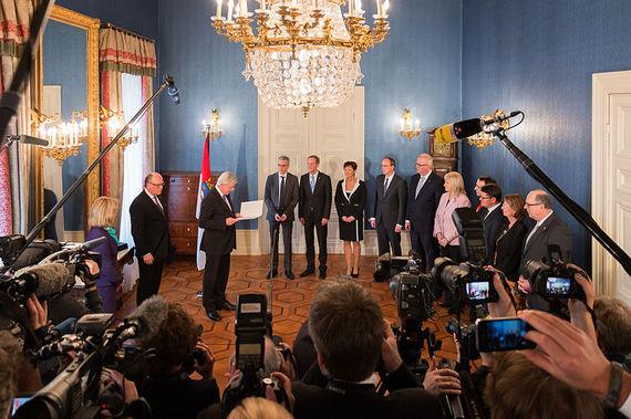 2015-08-18-1439937978-5401395-Kabinett_Bouffier_IIErnennungTotale.jpg