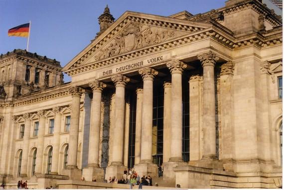 2015-08-19-1440018726-8450967-Bundestag.jpg