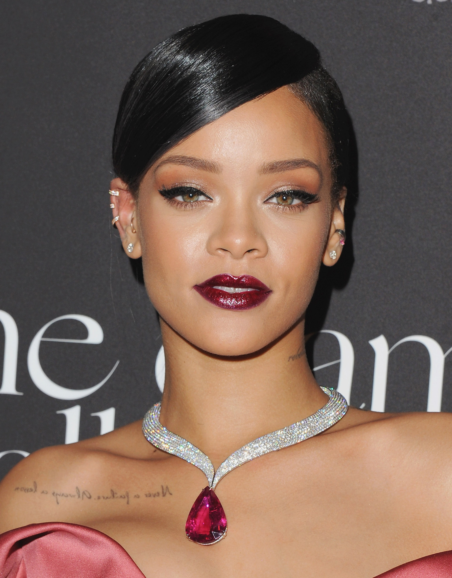 How to Pull Off a Bold Lip for Your HolidayParty