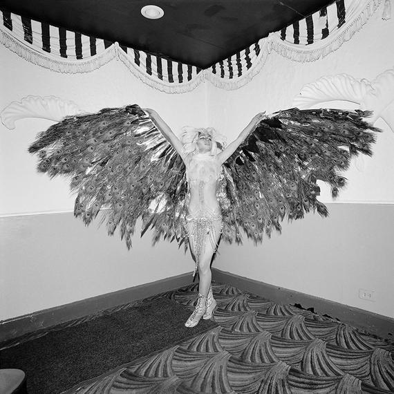 2015-08-24-1440430013-5380163-04_023_77_02_hookersball_wingspan_800ox.jpg