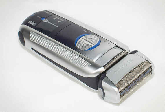 2015-08-25-1440513395-3964300-Shaving_2.jpeg