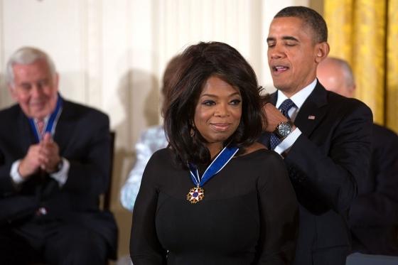 2015-08-31-1441031115-6139116-1437590867Oprah_Winfrey_receives_2013_Presidential_Medal_of_Freedom.jpg
