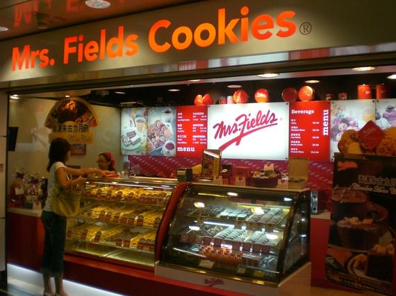 2015-08-31-1441031174-8640399-1437590765HK_Wan_Chai_MTR_Station_Mrs_Fields_Cookies_1.JPG