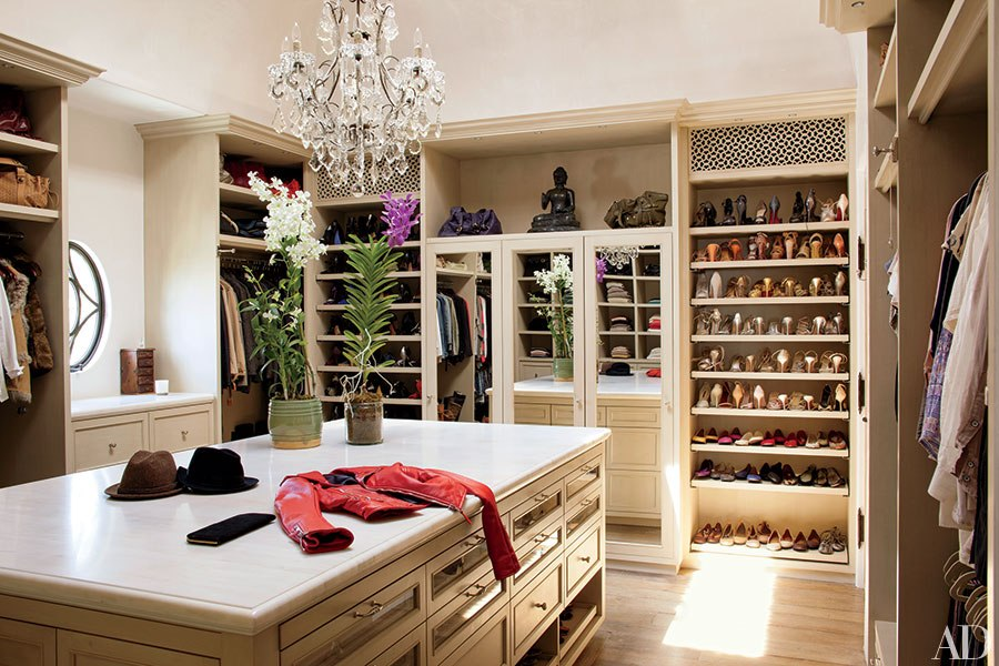 10 unbelievable dream closets huffpost for Modelos de walk in closet