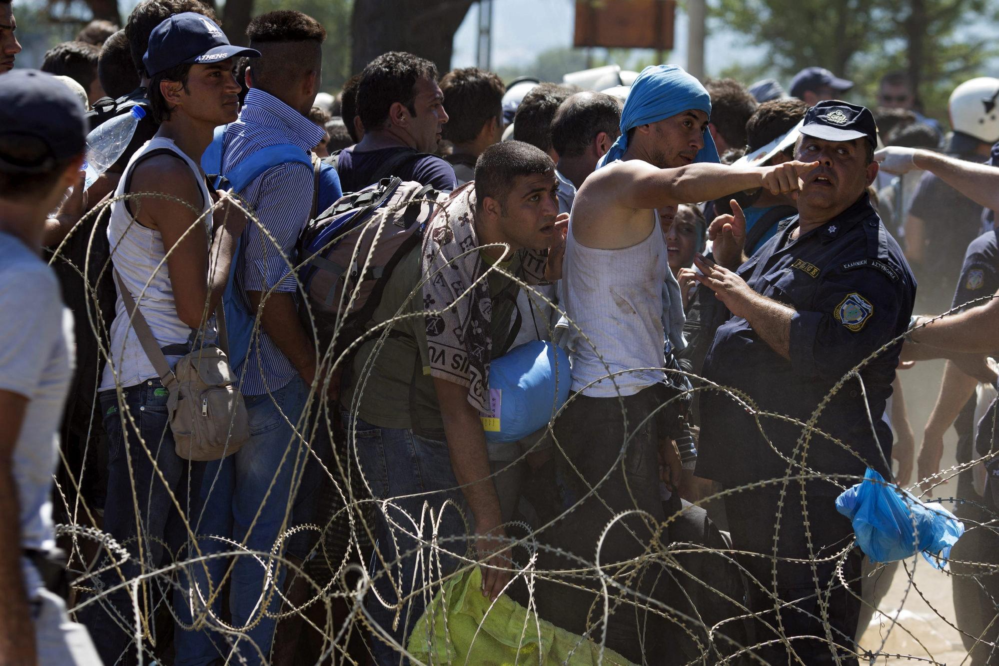 2015-09-02-1441218460-6745555-hombresrefugiados.jpg