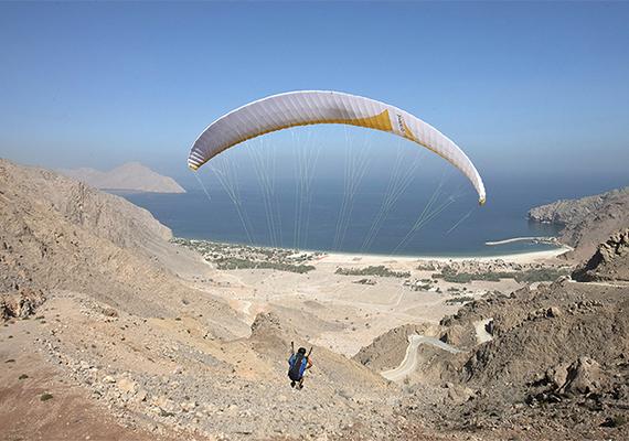 2015-09-03-1441286871-9894897-640x450_paragliding7_2.jpg