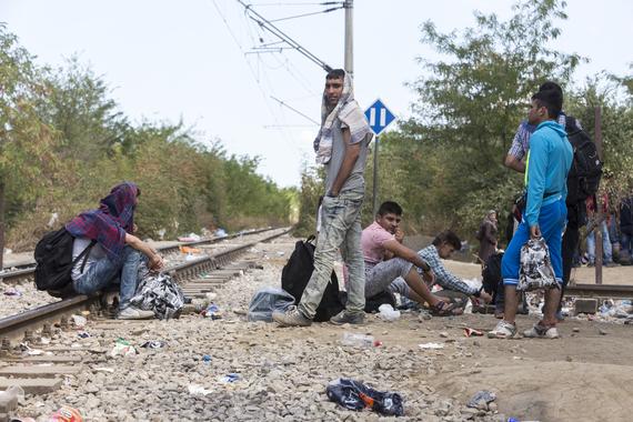 2015-09-04-1441371148-9873642-refugeesgreece.jpg