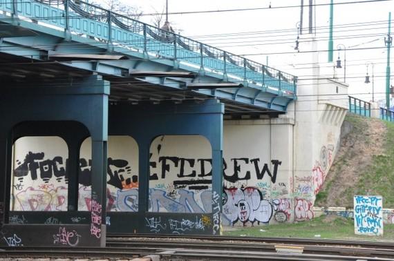 2015-09-04-1441386156-7718019-bridgewithgraffitipublicdomainpicturesdotnet.jpg