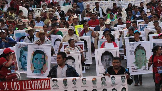 2015-09-07-1441639922-2089392-ayotziprotestDF115.jpg