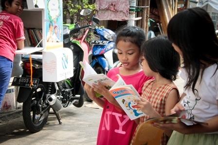 2015-09-07-1441654582-5616867-Literacymotorcyclelibrary.jpg