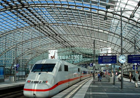 2015-09-08-1441736780-3964128-DE_Berlin_Berlin_Hauptbahnhof1.jpg
