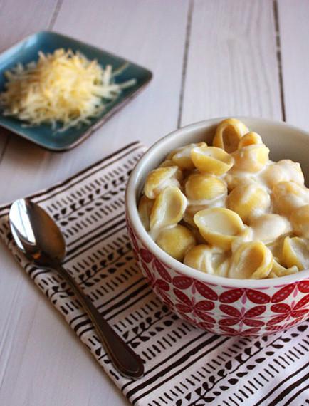 2015-09-08-1441738669-7288625-3_ingredient_mac_cheese.jpg