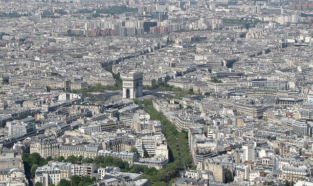 Here 39 s how you can afford to retire in paris huffpost - Les cents ciels paris 11 ...