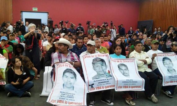 2015-09-09-1441774408-8809370-AyotzinapaGIEI.jpg