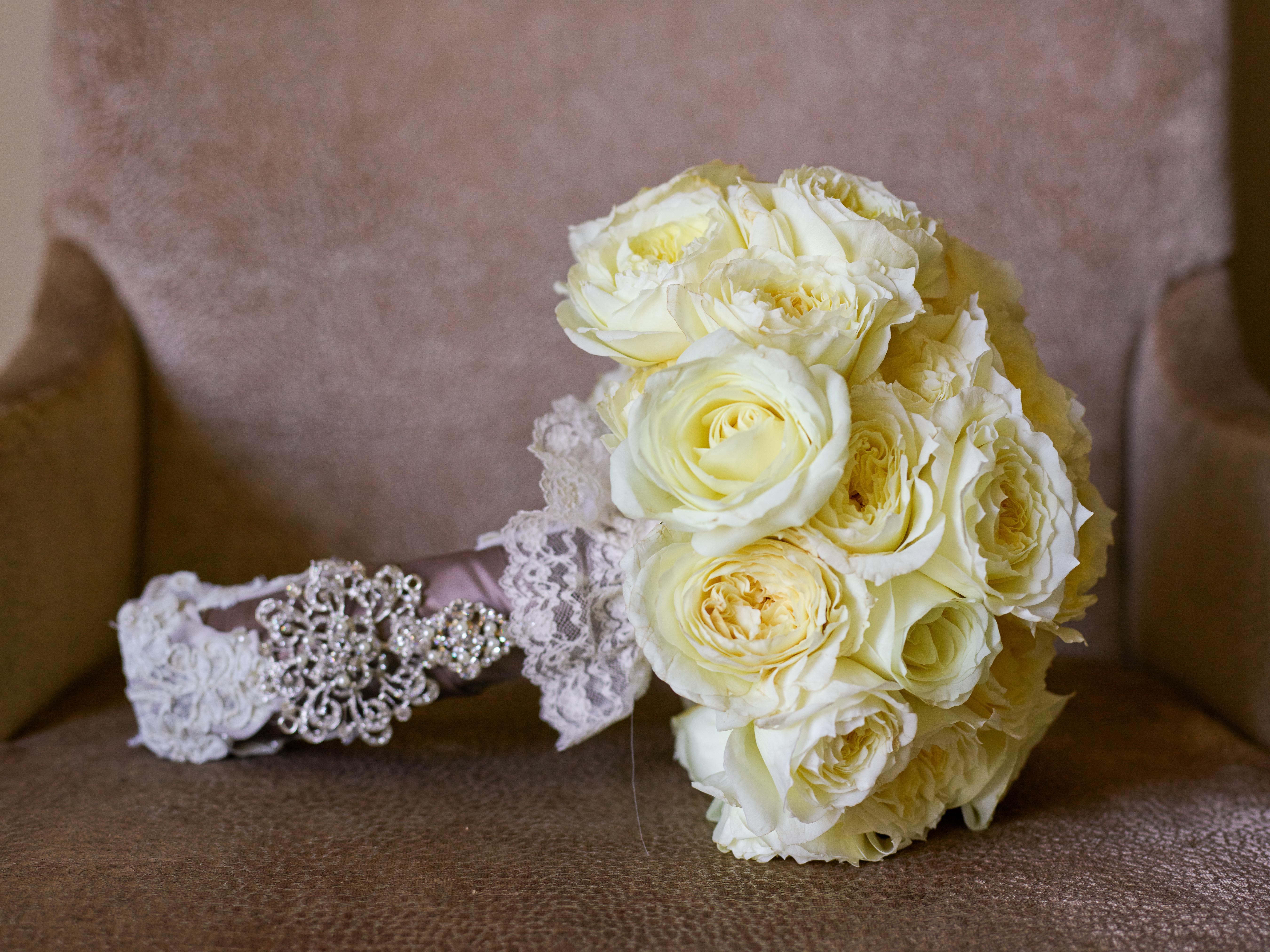 How to save money on your wedding flowers huffpost life 2015 09 09 1441814216 5960838 justineungarophotography2g izmirmasajfo
