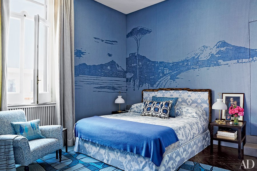 Beautiful blue bedrooms huffpost for Blue and white bedroom wallpaper