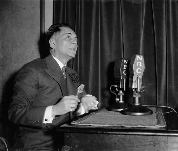 2015-09-12-1442049771-4906153-Philippine_President_Manuel_Quezon_broadcasts_to_home_folks.jpg