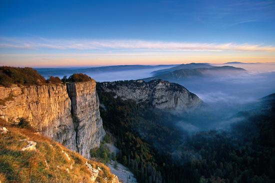 2015-09-14-1442221480-9302493-7_Absinth_LandschaftValdeTravers_Copyright_SchweizTourismus.jpg