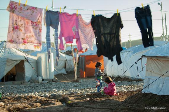 2015-09-15-1442310452-2748805-syrianrefugees2.jpg