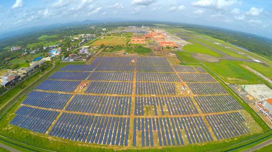 2015-09-16-1442379985-5875257-solarfieldairport.jpg