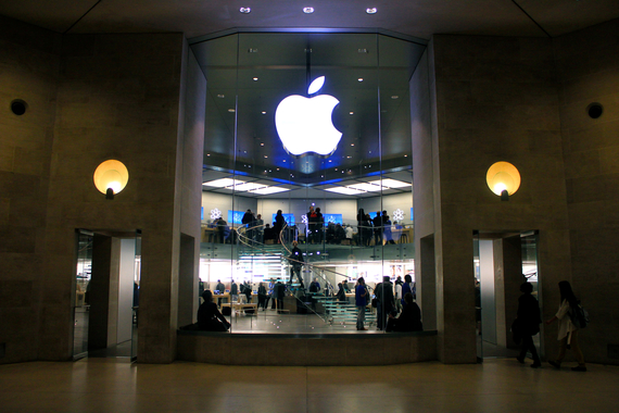 2015-09-17-1442507807-3567452-Apple_Store_Carrousel_du_Louvre_18_March_2011.jpg