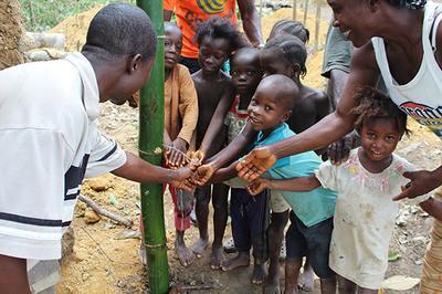 2015-09-18-1442591778-2522288-handwashing.jpg