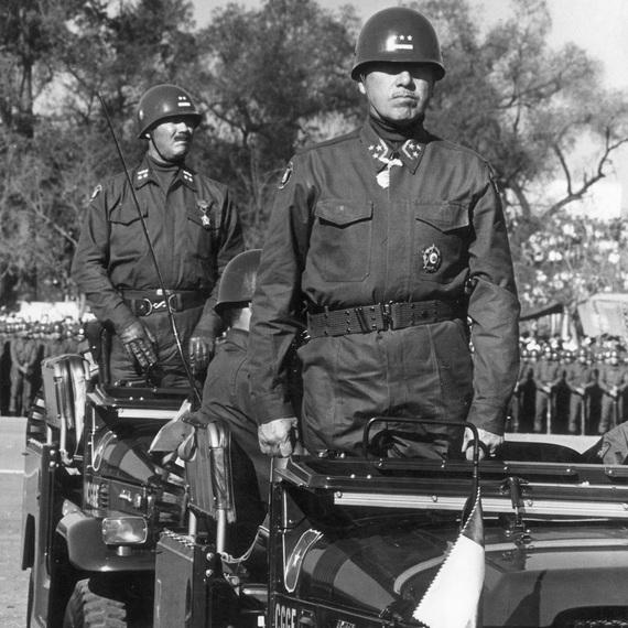 2015-09-21-1442864757-2498048-Augusto_Pinochet_1971.jpg