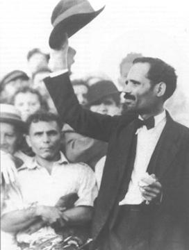 2015-09-22-1442945120-4344619-Pedro_Albizu_Campos_raising_his_hat_to_a_crowd_1936.jpg