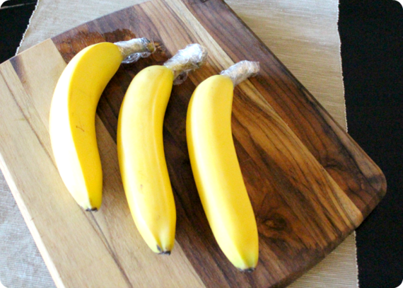 2015-09-22-1442955671-7539809-how_to_keep_bananas_fresh_2.png