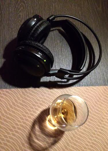 2015-09-23-1443019404-454738-chivas_headphones.jpg