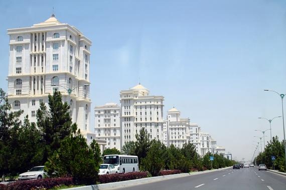 2015-09-24-1443085403-2738588-Turkmenistan9.jpg