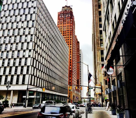 2015-09-25-1443223793-8088178-DowntownDetroit.jpg