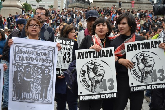 2015-09-27-1443328173-9135579-Ayotzinapa25S2015MexicoCity75Medium.JPG