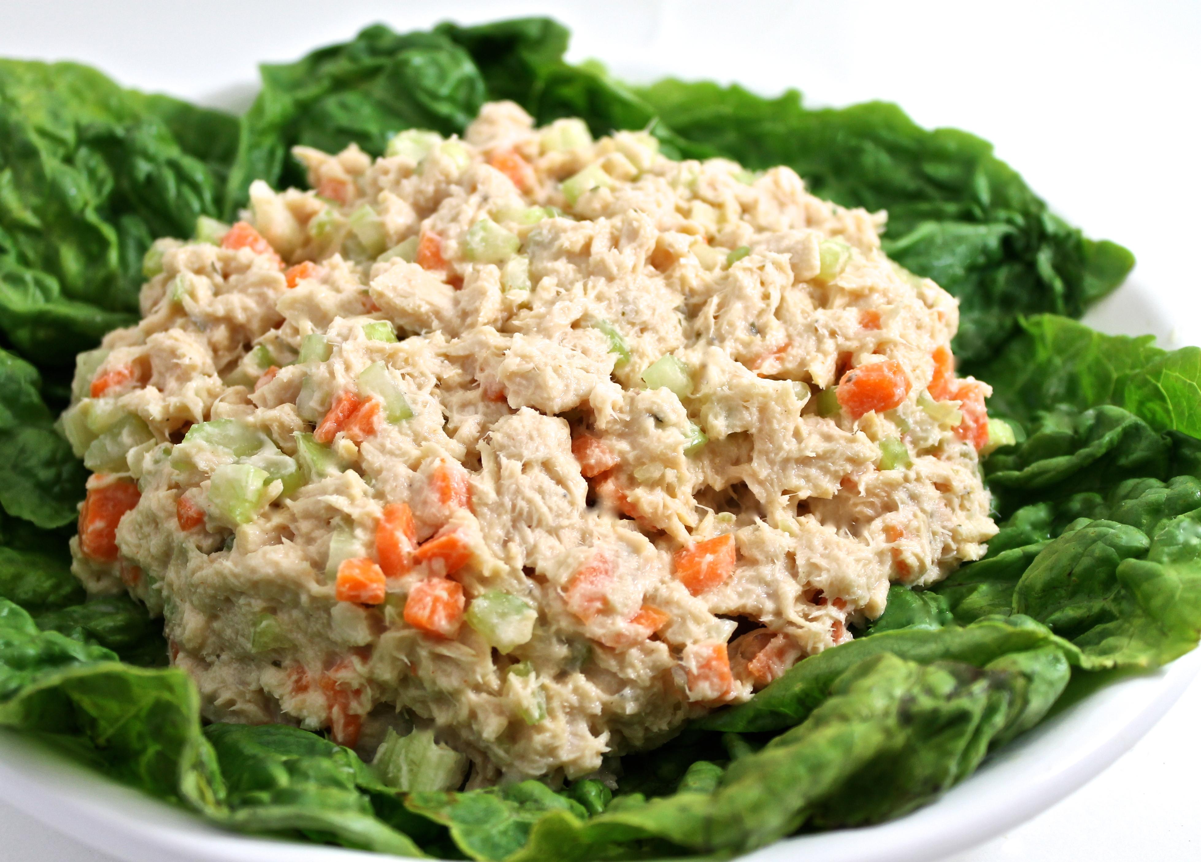 Skinny buffalo ranch tuna salad huffpost for Best tuna fish salad