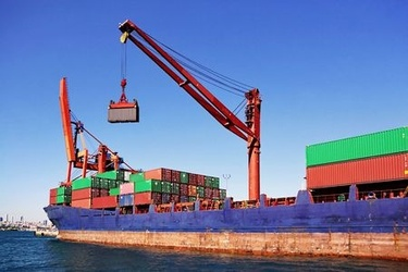 2015-09-29-1443555880-7919561-BateauContainers123RF5599112.jpg