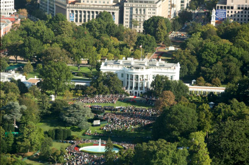 2015-10-01-1443708405-5395948-Papalwhitehousevisit.PNG