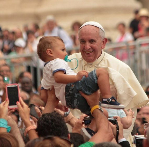 2015-10-01-1443716143-8857164-popefrancisblessingofchildren1.jpg
