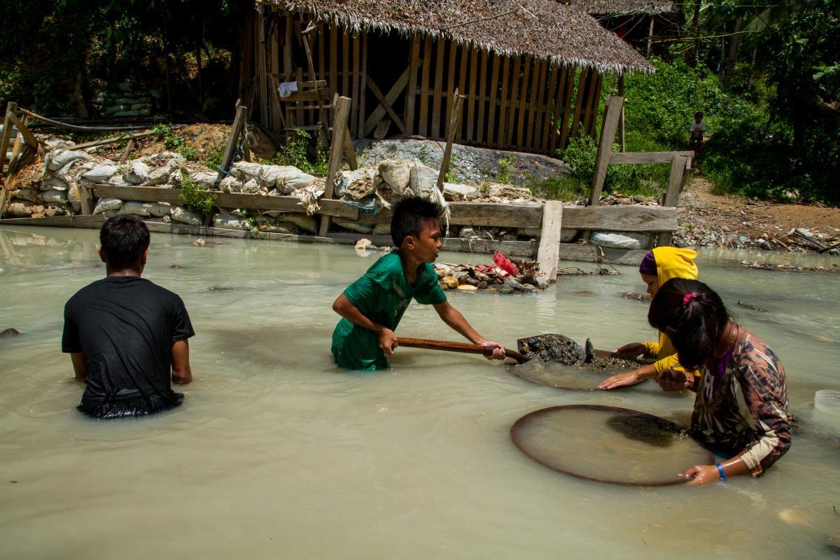 2015-10-03-1443834415-9107046-2015septemberphilippinescrdchildren_mining_in_river.jpg