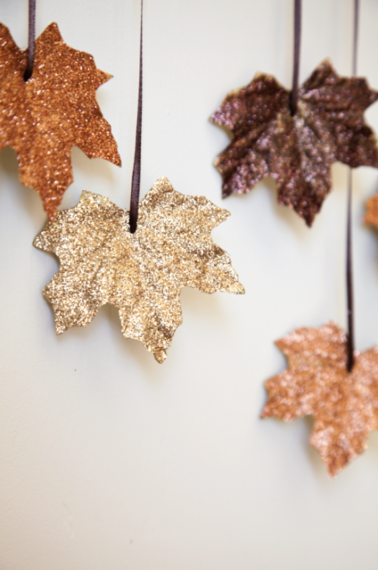 2015-10-05-1444059702-4115948-boxwoodclippings_diyfallingleavesgarland_2e1379949094746.png