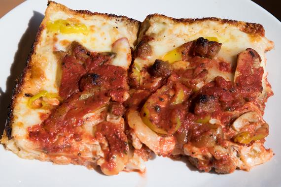 2015-10-07-1444224950-2081409-Pizza_7.jpeg