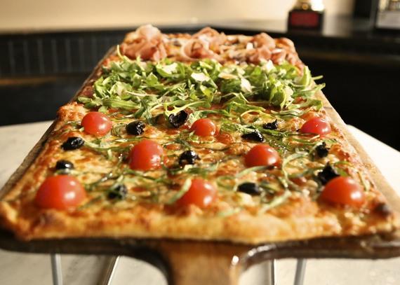 2015-10-07-1444225240-2943639-Pizza_12.jpeg
