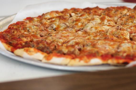2015-10-07-1444225376-727388-Pizza_14.jpeg