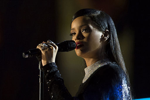 2015-10-08-1444280708-2585650-Rihanna_concert_in_Washington_DC_2.jpg