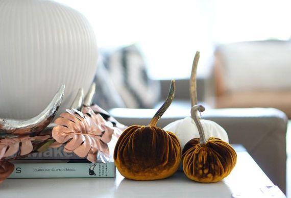 2015-10-08-1444286421-17845-pumpkinssidetable.jpg