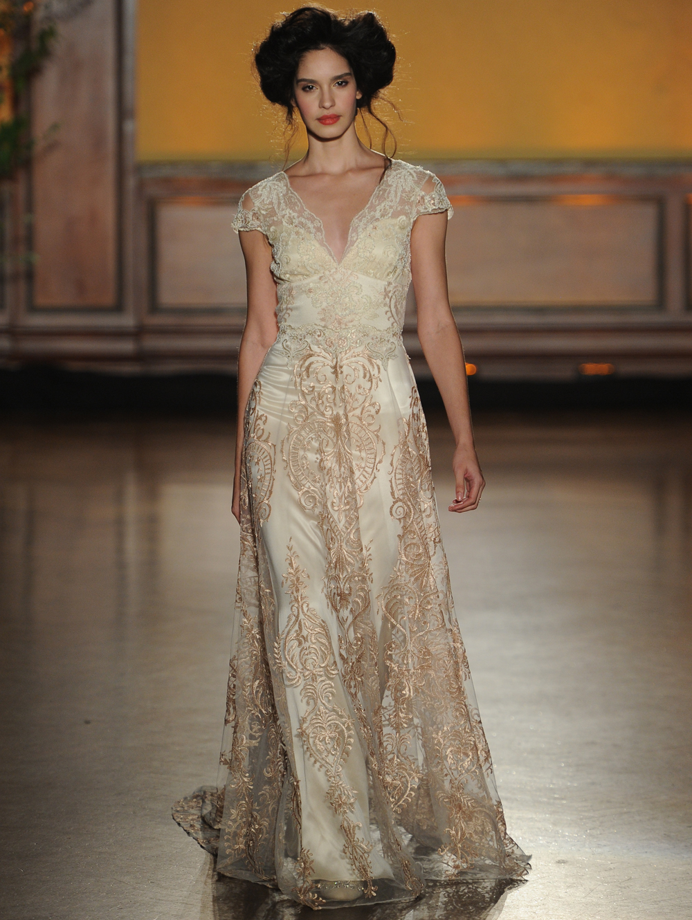 Claire pettibone 39 s fall 2016 wedding dresses take us back for Where to buy claire pettibone wedding dress