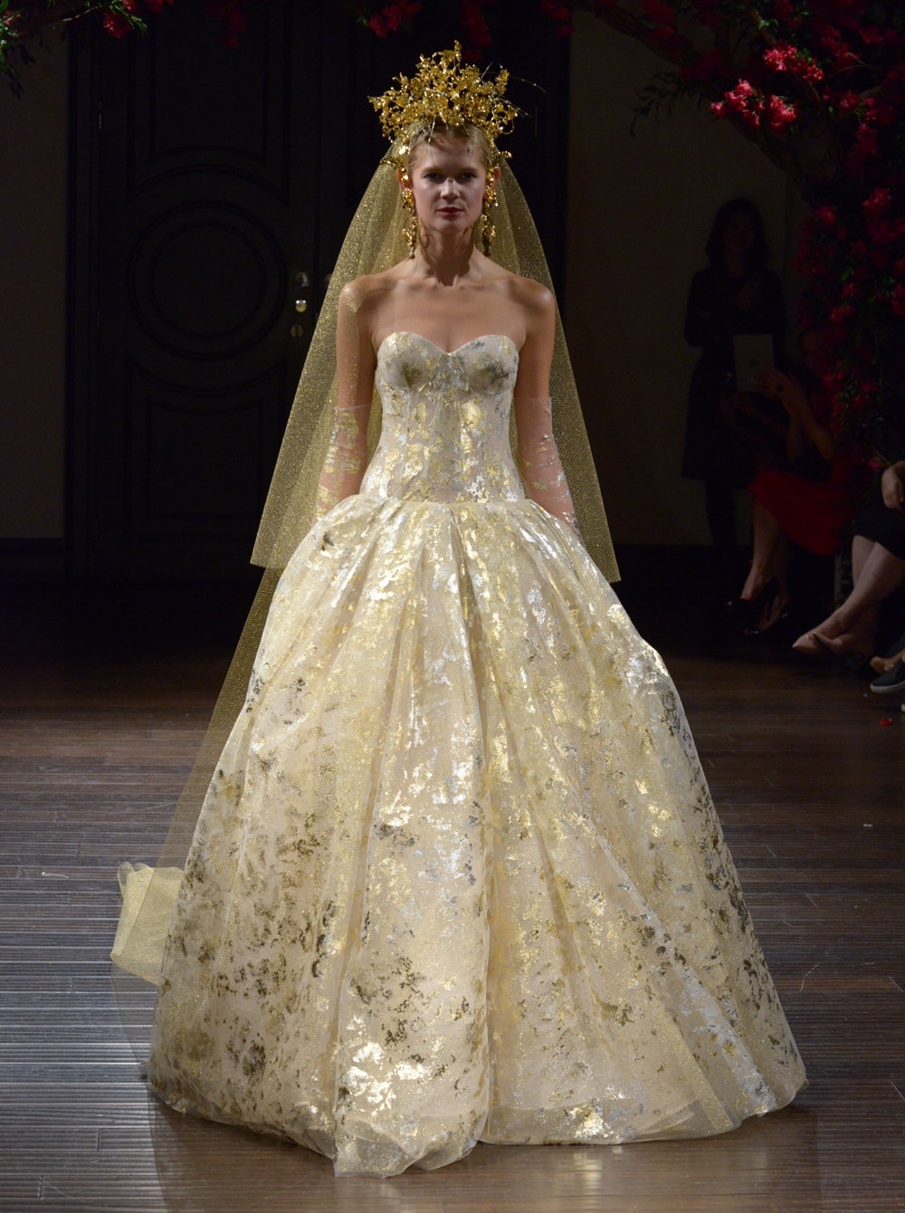 Naeem Khan's Fall 2016 Wedding Dress Collection Is Boldly ...