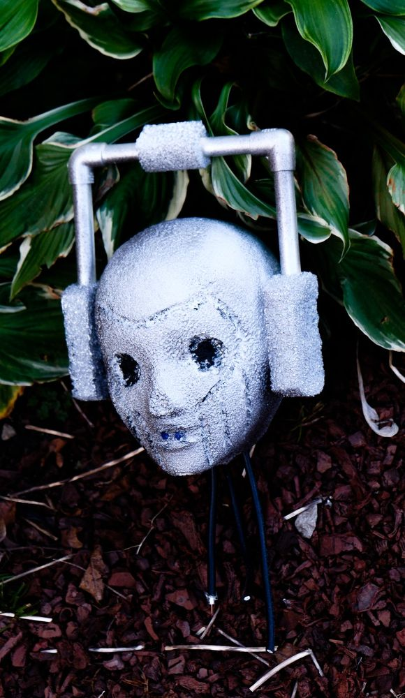 Diy Scary Halloween Props.39 Halloween Decorations Made From Things Laying Around Your