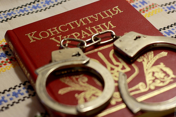 2015-10-13-1444756058-2491473-UkrainianConstitutionflickrbyValdemarFishmen.jpg