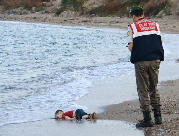 2015-10-16-1444983818-9435703-syrianchilddrowned1.jpg