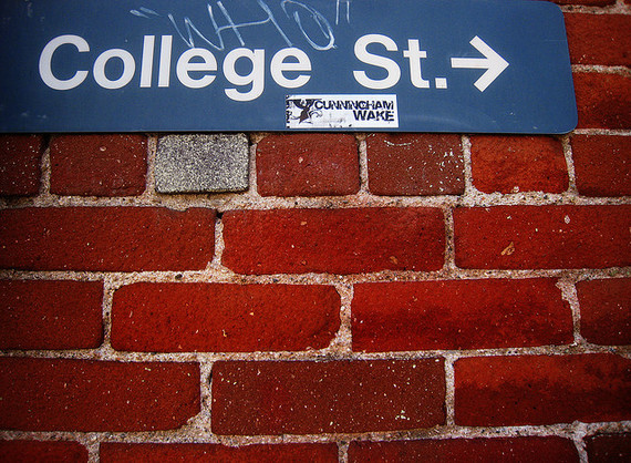 2015-10-16-1444996610-2604399-CollegeStreetHowtoBecomeanEditorHuffingtonPost.jpg